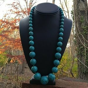 VINTAGE Graduated Turquoise Lucite Bead Necklace